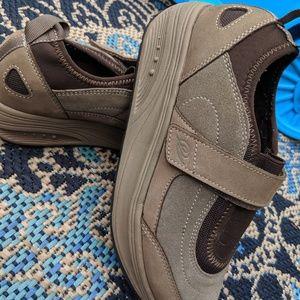Easy Spirit Tan Leather Toning Sneakers 6.5W
